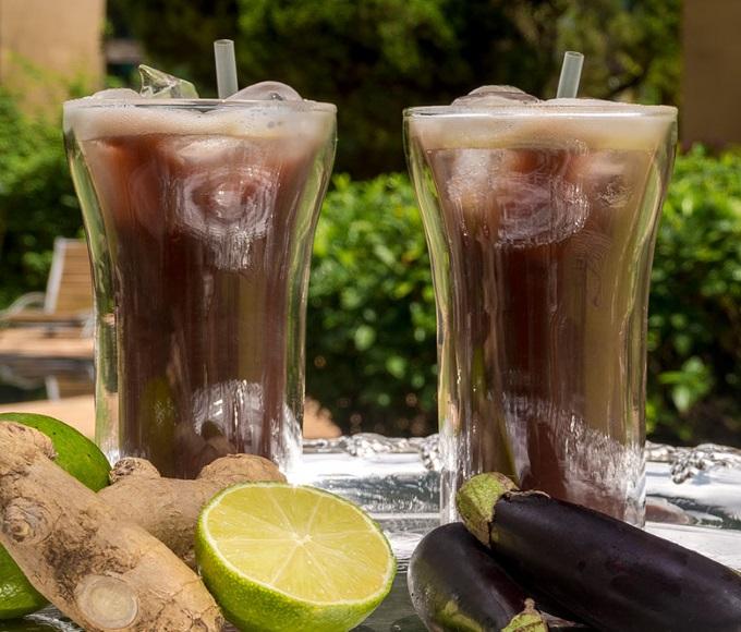 suco berinjela detox com couve agua de coco e chia e limao e gengibre para emagrecer